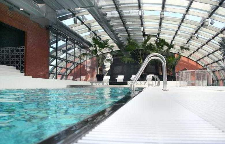 City Park Residence - Pool - 3
