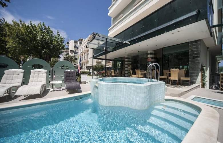 Levante - Pool - 17