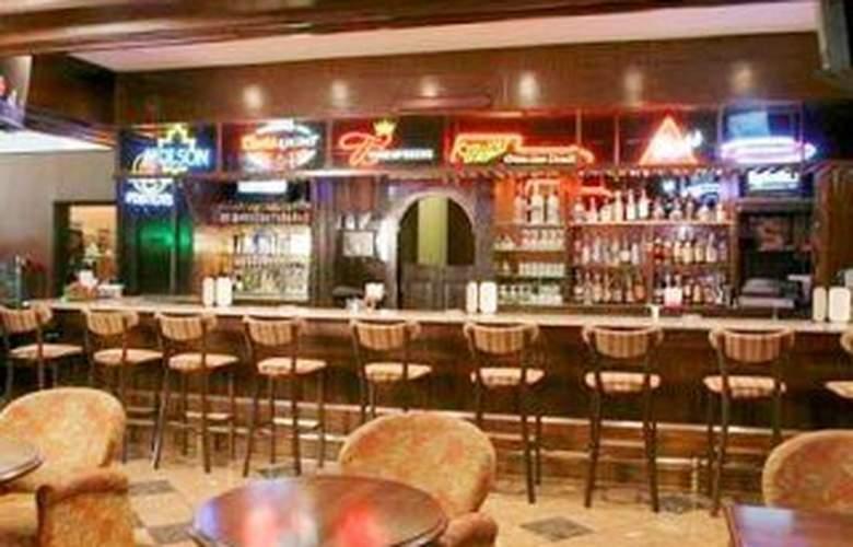 HIlton Philadelphia Airport - Bar - 4