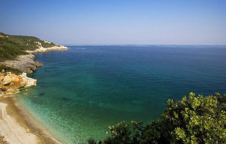 12 Months Luxury Resort - Beach - 3