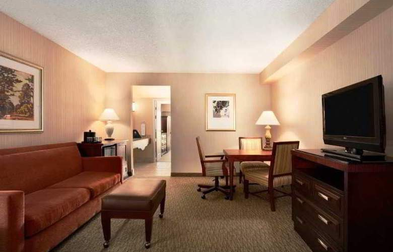 Embassy Suites - Room - 11