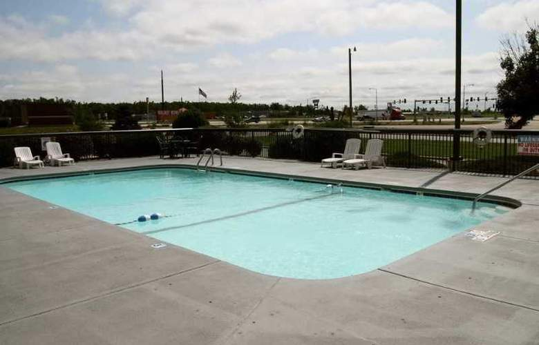Hampton Inn Lebanon - Pool - 6