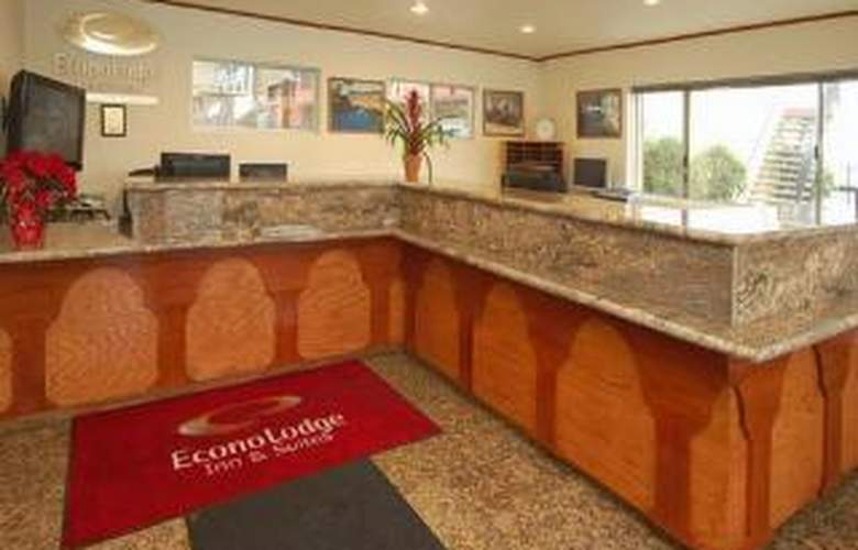 Econo Lodge  Inn & Suites Oakland Airport - General - 4