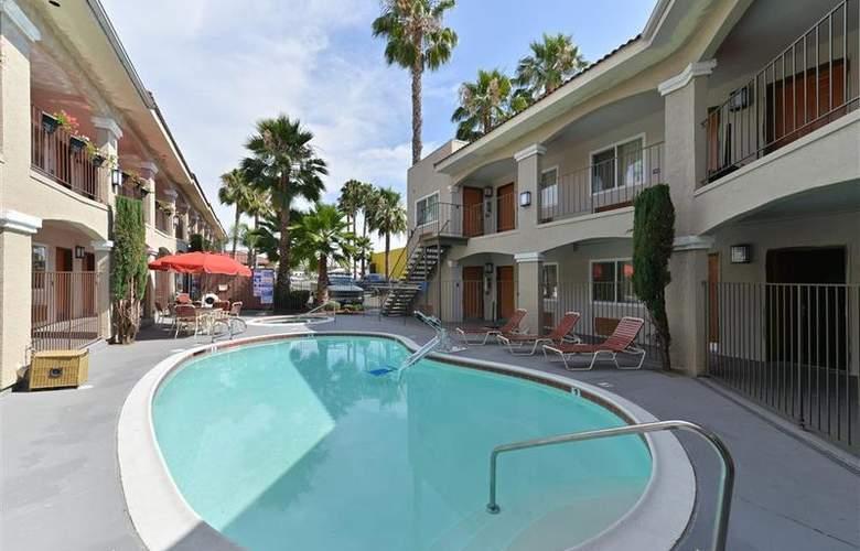 Best Western Santee Lodge - Pool - 36