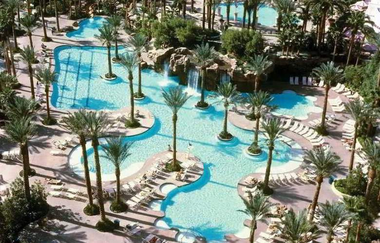 Hilton Grand Vacations At Flamingo - Pool - 15
