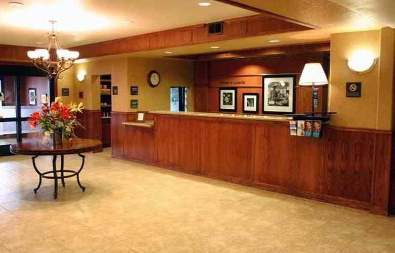 Hampton Inn & Suites Ontario - Hotel - 1