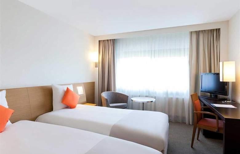 Novotel Barcelona Cornella - Room - 25
