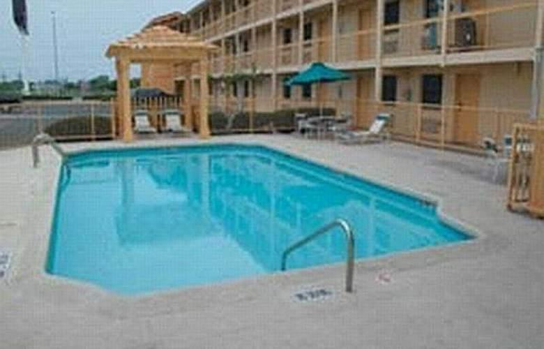 La Quinta Inn Fort Worth West Medical Center - Pool - 4