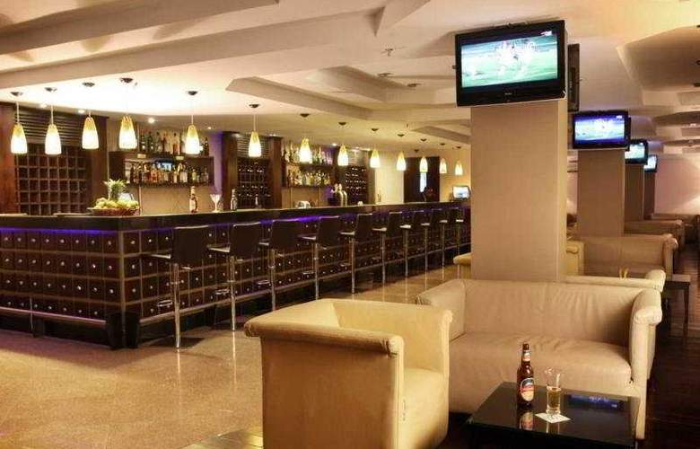 Doubletree by Hilton Oyster Bay hotel - Bar - 8