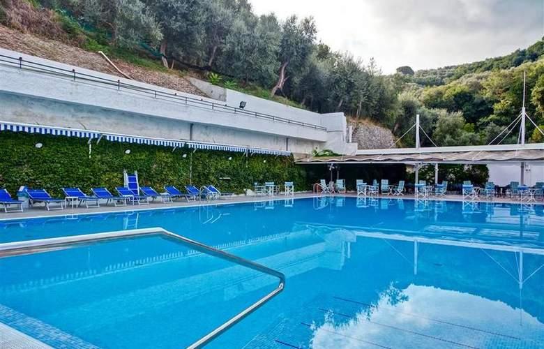 Best Western La Solara Sorrento - Pool - 27