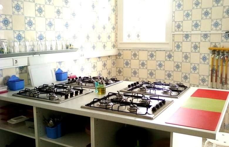 Go Hostel Lisbon - Services - 5