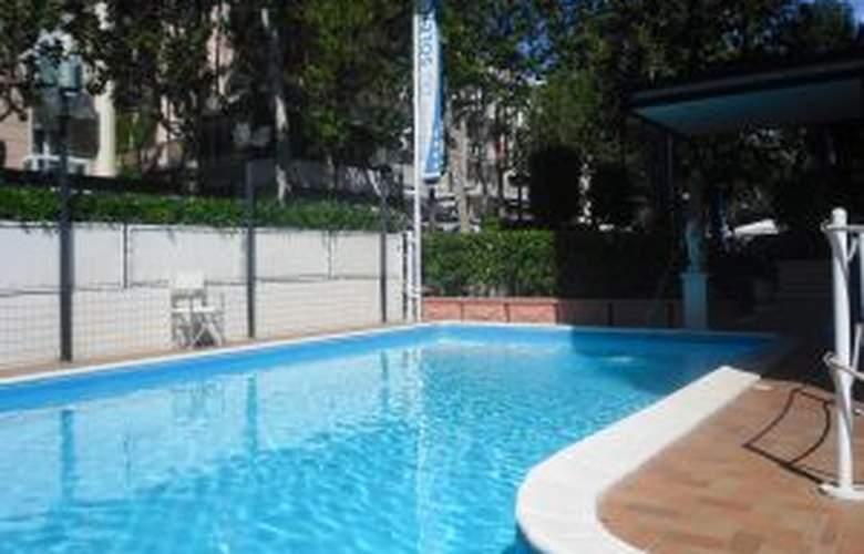 Du Soleil - Hotel - 4