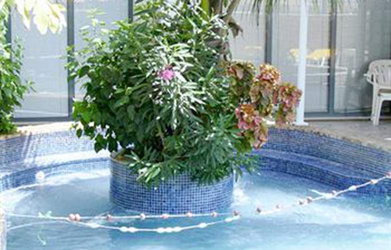 Pensao Nha Terra - Pool - 11