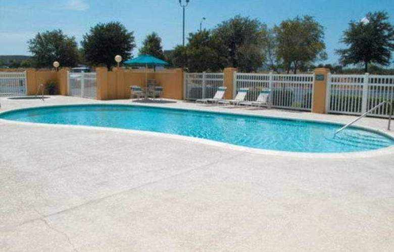 La Quinta Inn & Suites Round Rock South - Pool - 5