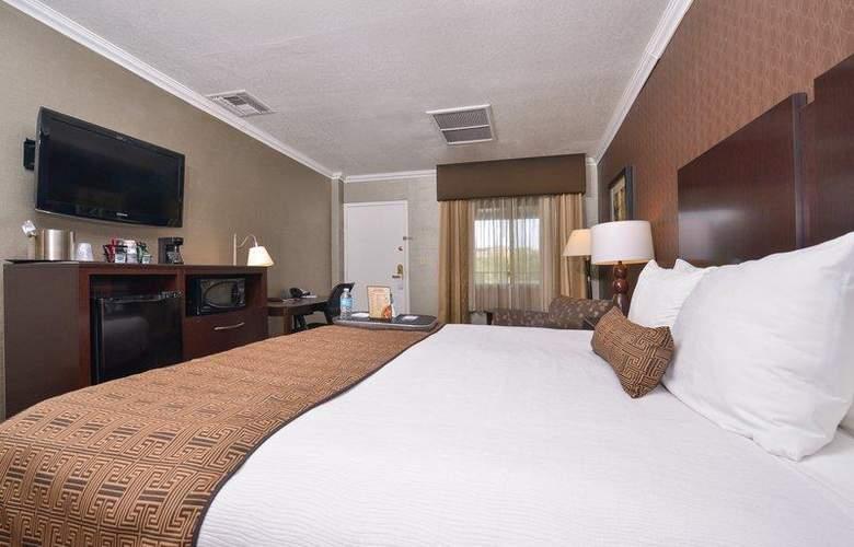 Best Western Plus Innsuites Phoenix Hotel & Suites - Room - 25