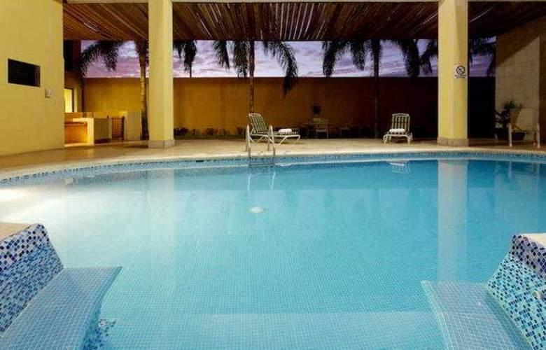 Holiday Inn Express Nuevo Laredo - Pool - 9