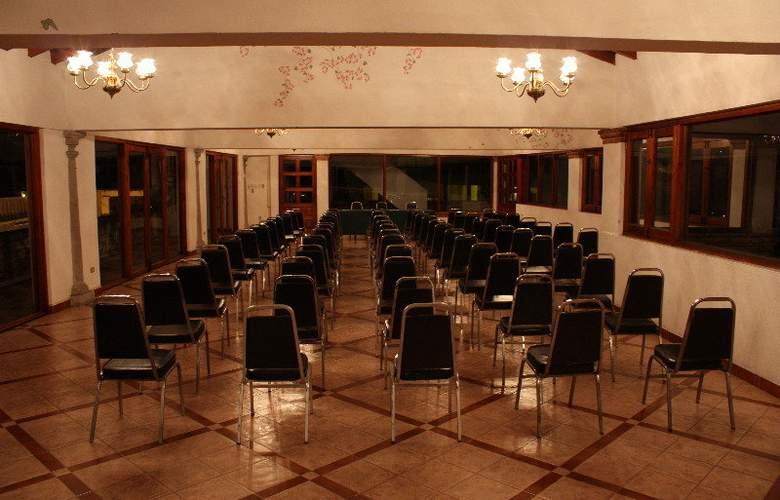 Agua Escondida - Conference - 25