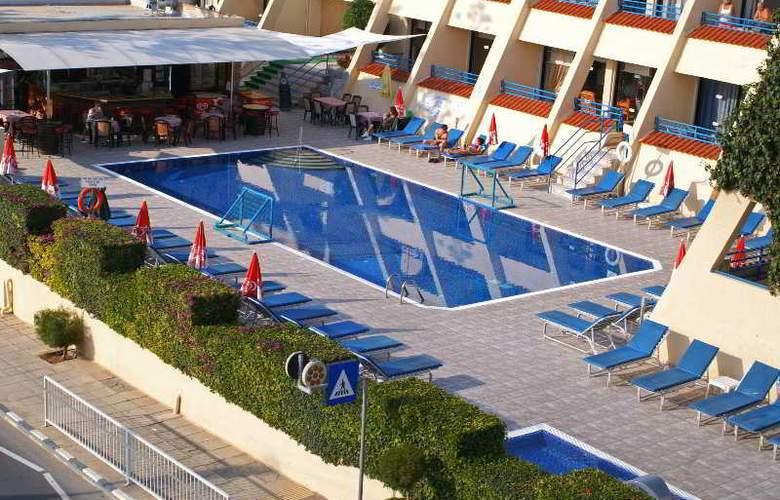Napa Prince Hotel Apartments - Pool - 11