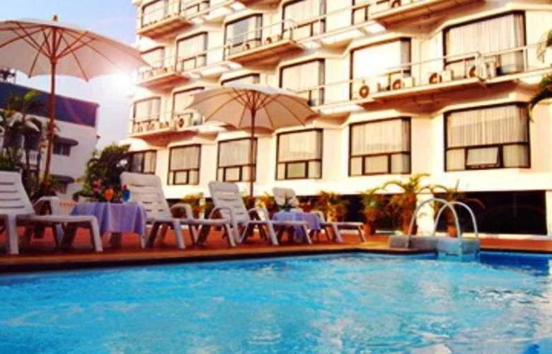 C H Hotel Chiang Mai - Pool - 7