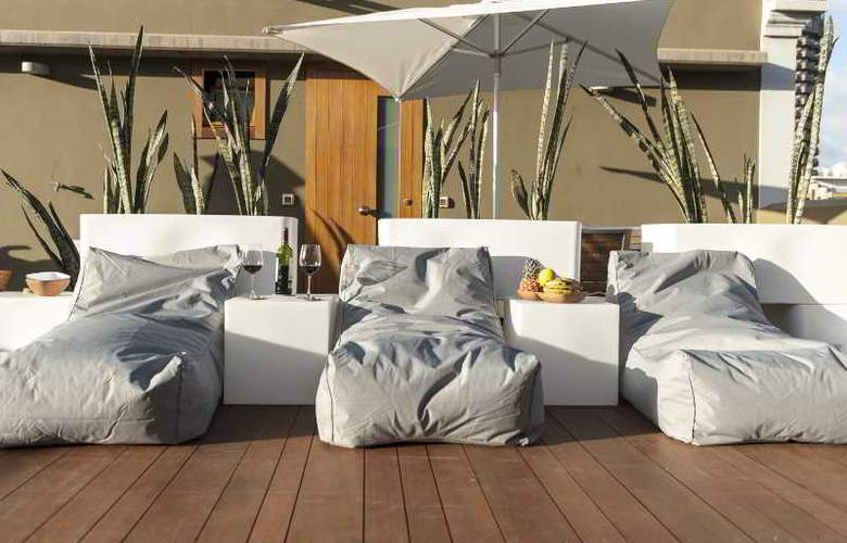 Bed & Chic Hotel - Terrace - 2