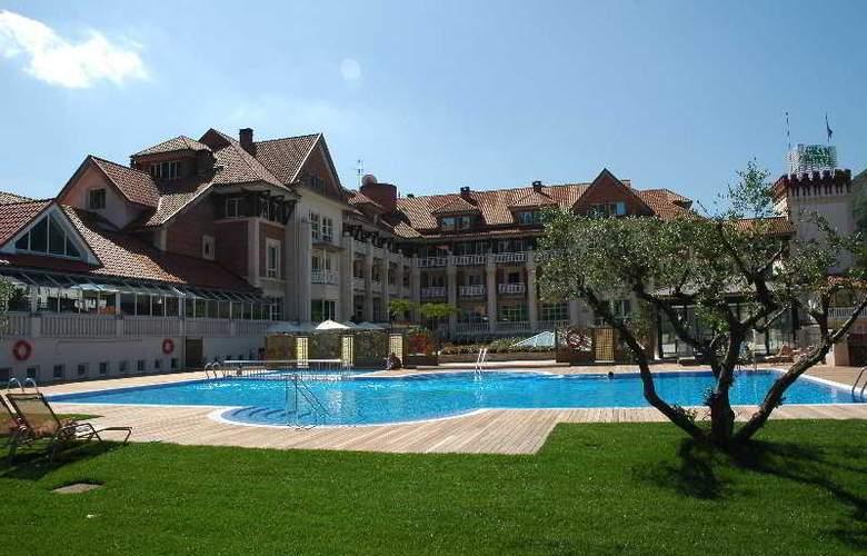 Gran Hotel Balneario Puente Viesgo - Pool - 1