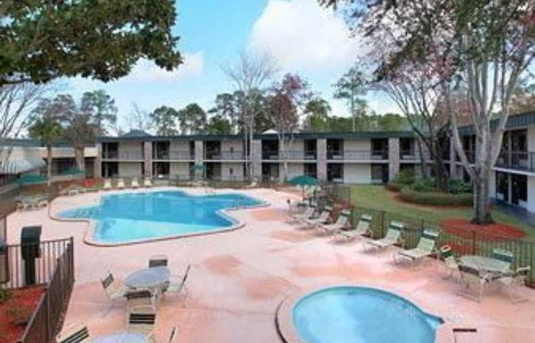 Ramada Conference Center - Pool - 4
