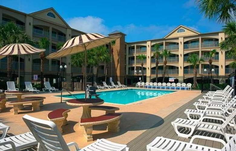 Red Roof Inn Galveston Beachfront / Convention Center - Pool - 3