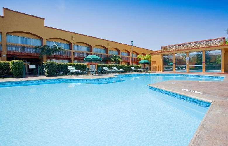 Holiday Inn Monterrey Norte - Pool - 2