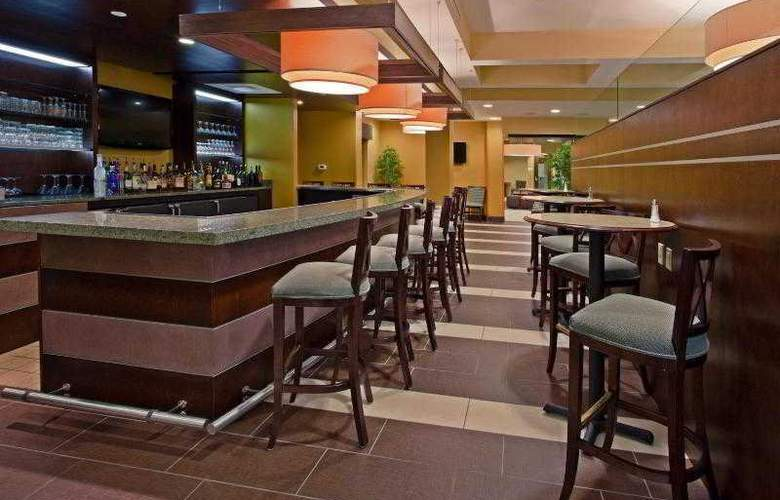 Holiday Inn Titusville / Kennedy Space Center - Bar - 30