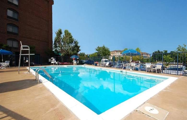 Best Western Springfield - Pool - 68