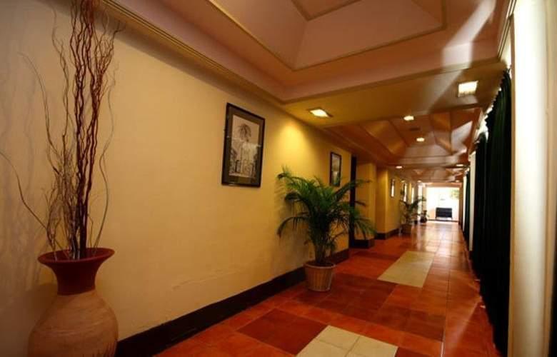 Grand Oriental Hotel - Hotel - 4