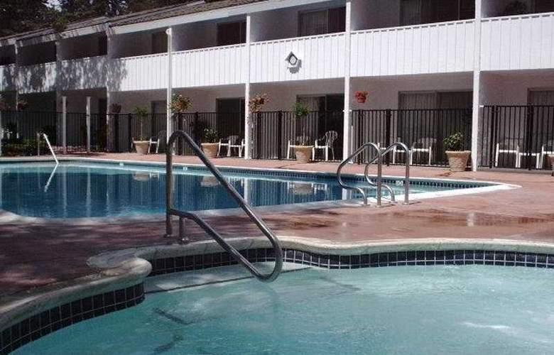Cypress Gardens Inn - Pool - 4