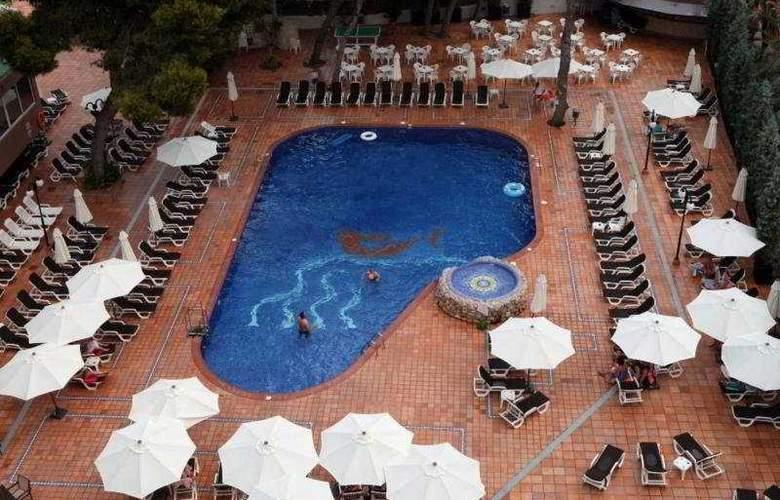 Azuline Coral Beach - Pool - 4