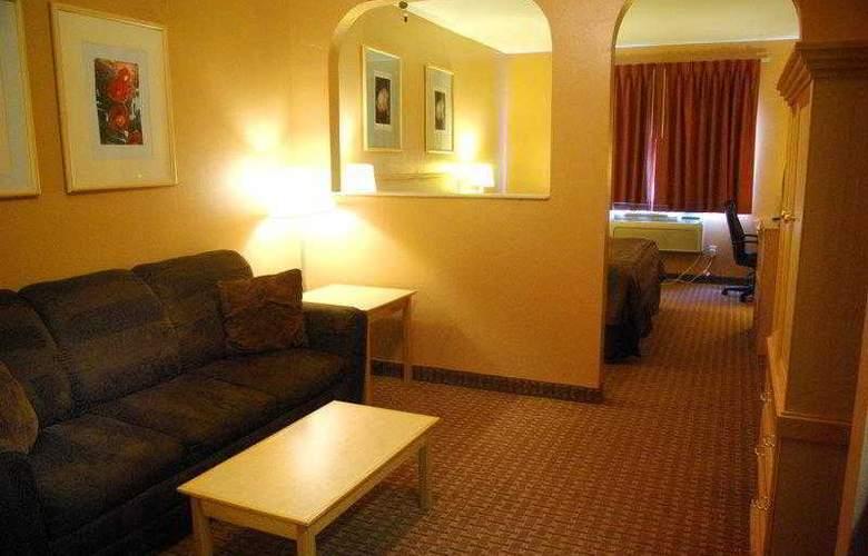 Best Western Topeka Inn & Suites - Hotel - 11