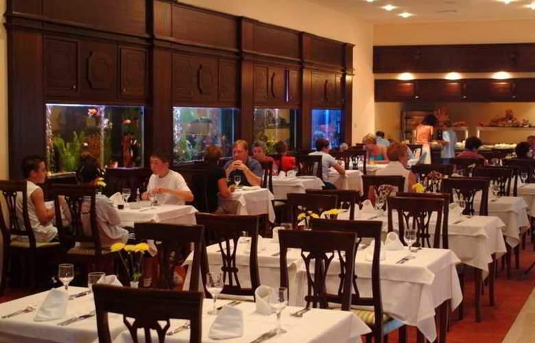 Grifid Hotel Bolero - Restaurant - 17