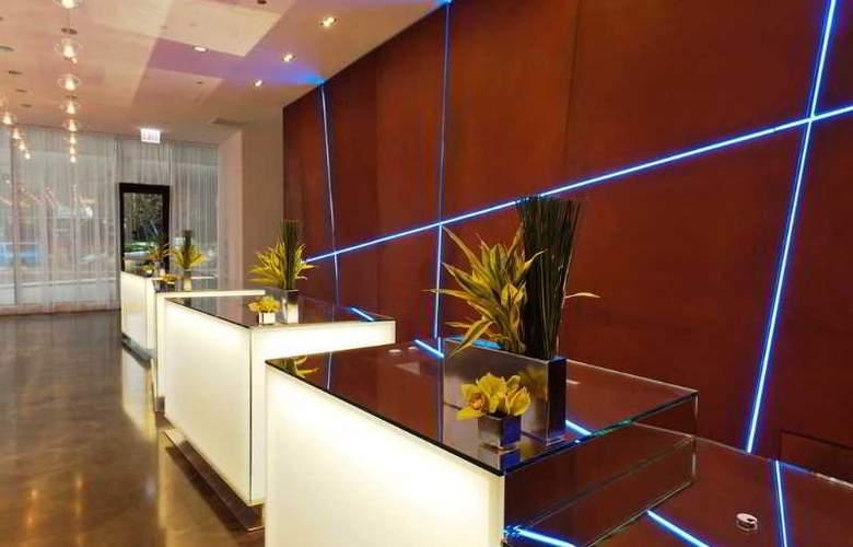 Radisson Blu Aqua Hotel - General - 11