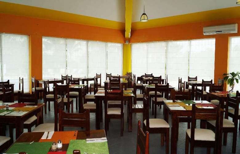 Solymar Beach Resort - Restaurant - 29