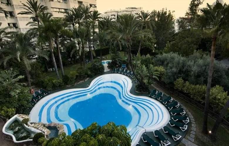 Monarque Sultan Aparthotel - Pool - 27