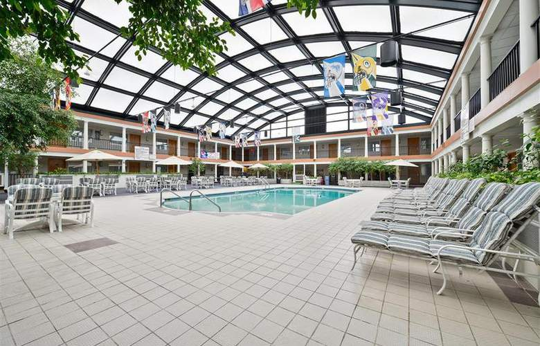 Best Western Green Bay Inn Conference Center - Pool - 83