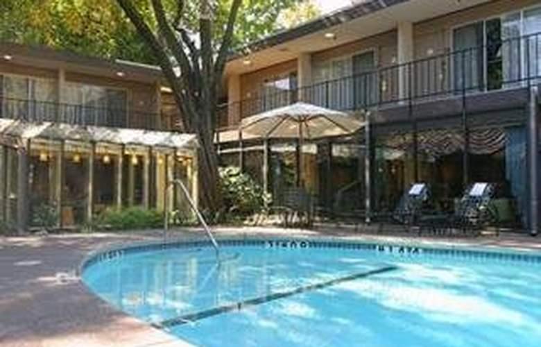 Clarion Hotel Mansion Inn - Pool - 2