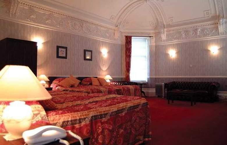 Ambassador Hotel - Room - 3