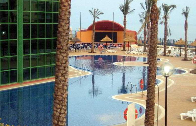 Holiday Palace - Pool - 2