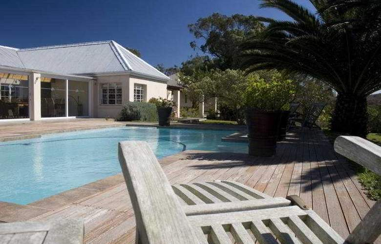 Oyster Bay Lodge - Pool - 2