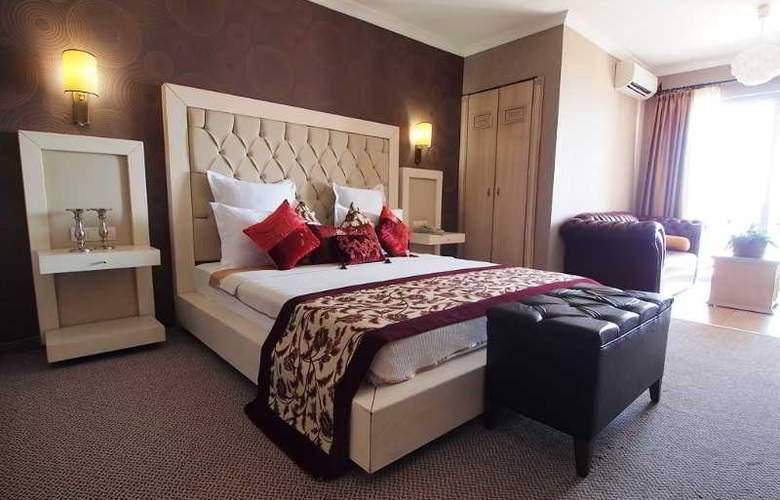 Romance - Room - 16