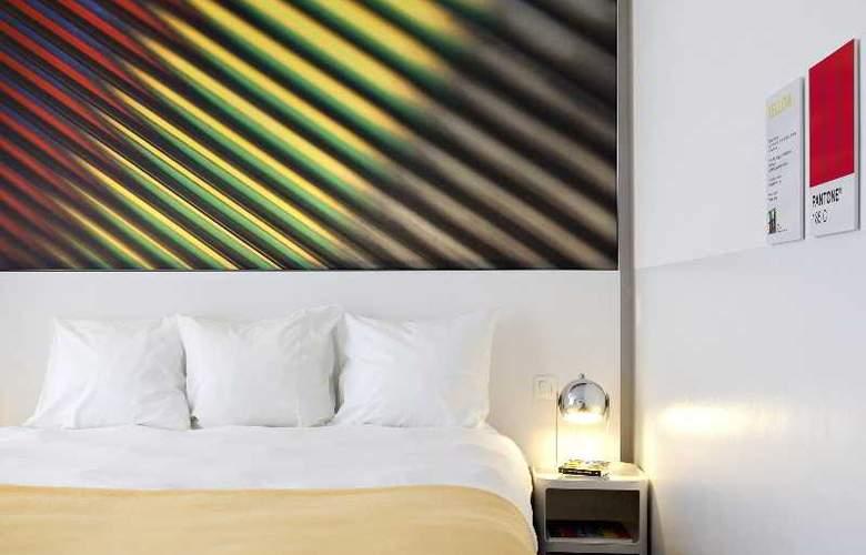 Pantone - Room - 0