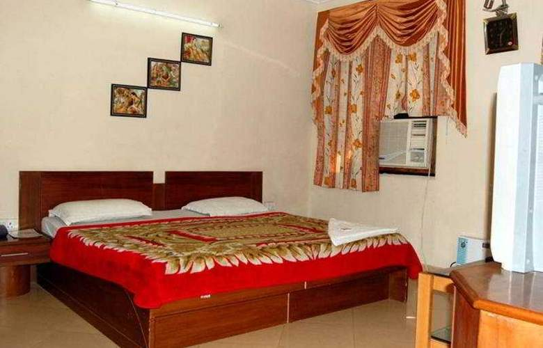 Ambica Deluxe - Room - 4