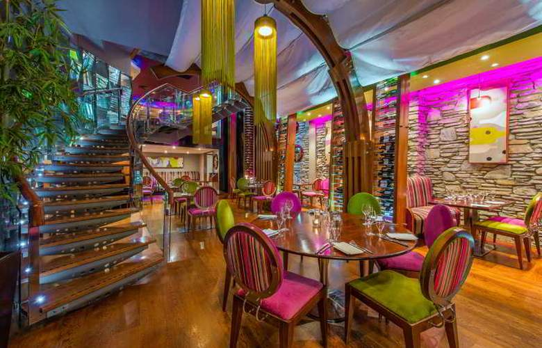 The Ross - Restaurant - 17