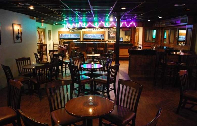 Best Western Saddleback Inn & Conference Center - Bar - 102