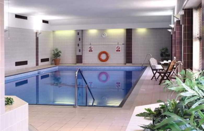 De Vere Horwood State - Pool - 2