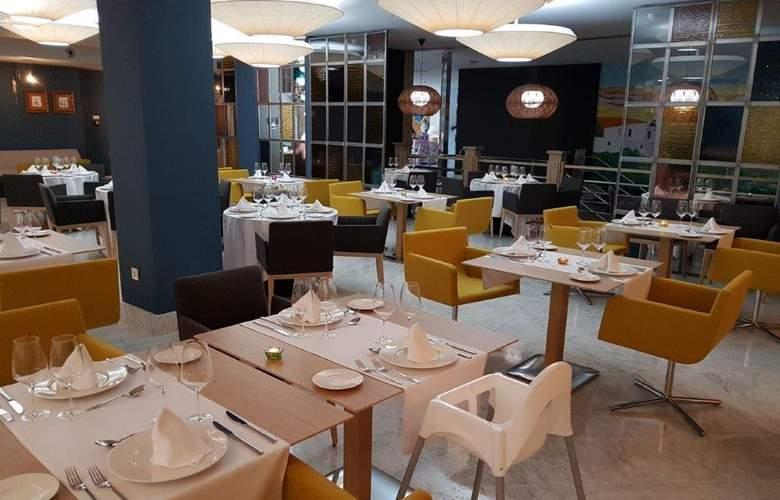 Mediterraneo Bay Hotel & Resort - Restaurant - 5